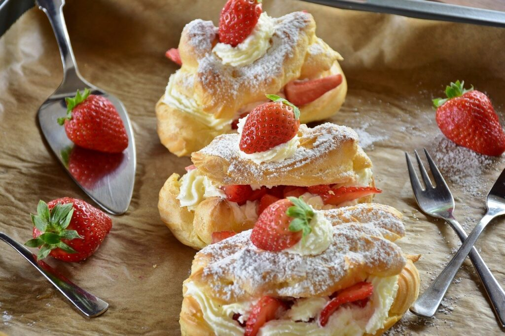 eclair, strawberry cake, strawberries